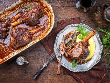 Свински джолан по италиански с бира и зеленчуци - лук, моркови, селъри - снимка на рецептата